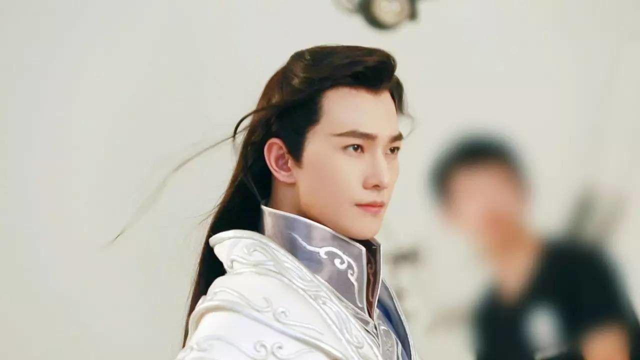 Рис. 3: В роли принца Е Хуа