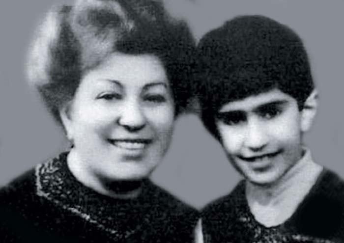 Рис. 1. Коля Цискаридзе с мамой