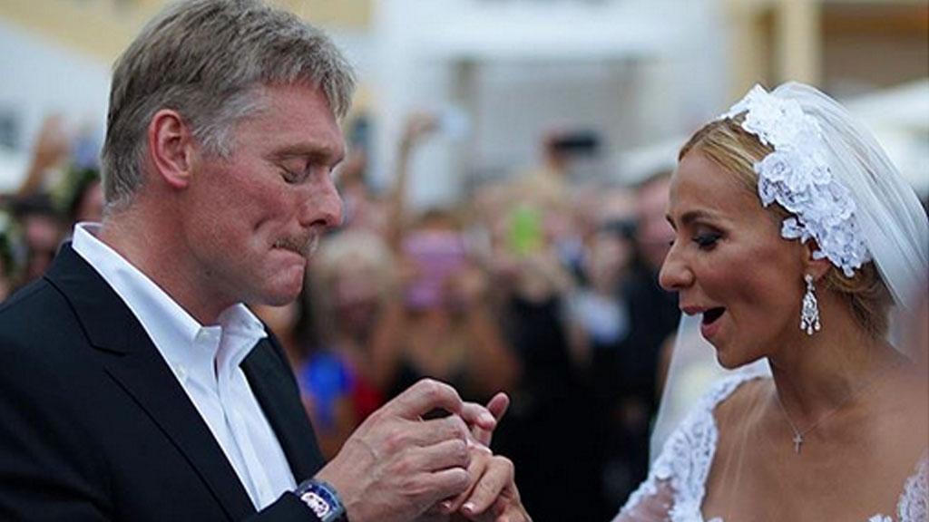 Рис. 3. Д. Песков и Т. Навка празднуют свадьбу