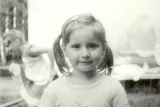 Рис. 2. Детское фото Светланы Лободы