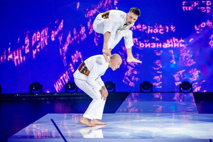 Рис. 2. Первыми станцевали дуэтом Алексей Летучий и Александр Перцев. Вслед за ними свои танцы исполнили остальные 4 участника