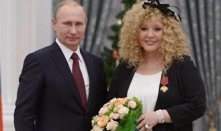 Рис. 1. Награждение Орденом «За заслуги перед Отечество» В. Путиным
